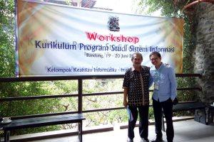 Foto bersama Prof. Iping Supriana